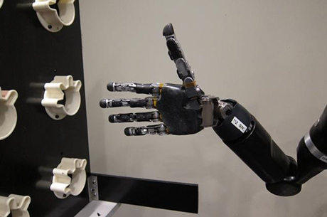 Robotic arm that can be controlled with the mind